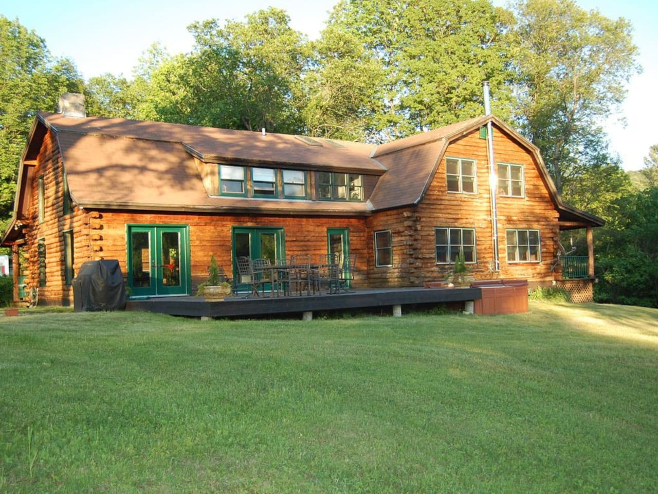Private Cabin with porch and Jacuzzi overlook VT mountains