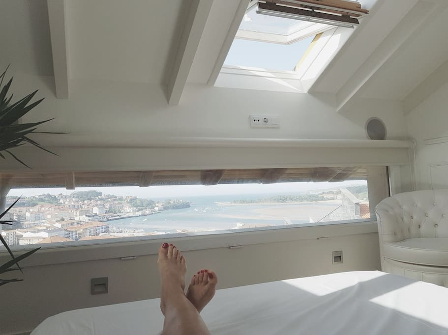 Habitacion principal con vistas desde la cama