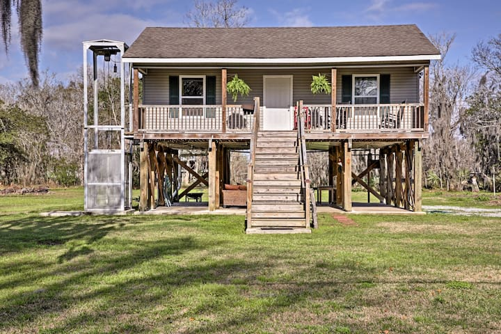 'Cajun Cottage' on Bayou Dularge w/Dock & 2 Bikes!