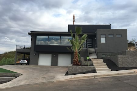 $175/nt MODERN HOME W/ HOT TUB, MOVIE THEATER ROOM - Santa Clara - Casa
