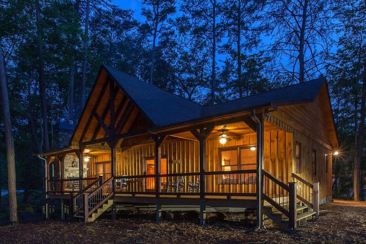 ~ Brand New! ~ 2 King Suites ~ Minutes From Downtown Blue Ridge