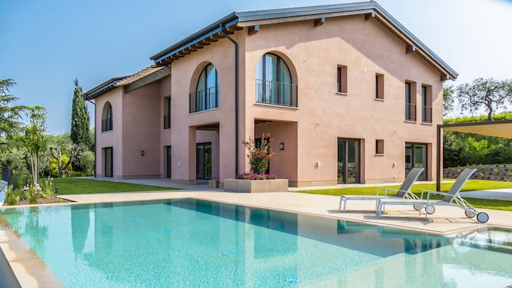 Luxory Villa, private Pool and Park in Lake Garda