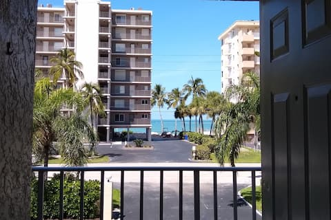 Bonita Springs Beachwood on the Bay 2bd/2bth