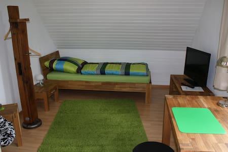 """Unterkunft """"Sonnenuntergangszimmer am Obsthof"""" - Schwarmstedt - Apartamento"""