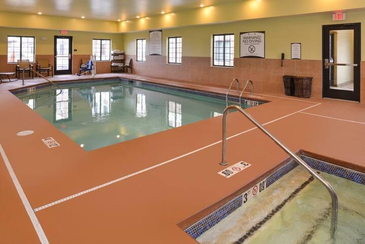 King Suite. Indoor Pool. Free Breakfast. Near Southlake Hospital.