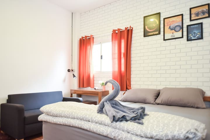 The Garage: Double Room1 Free WiFi+Breakfast - Muang - Dom