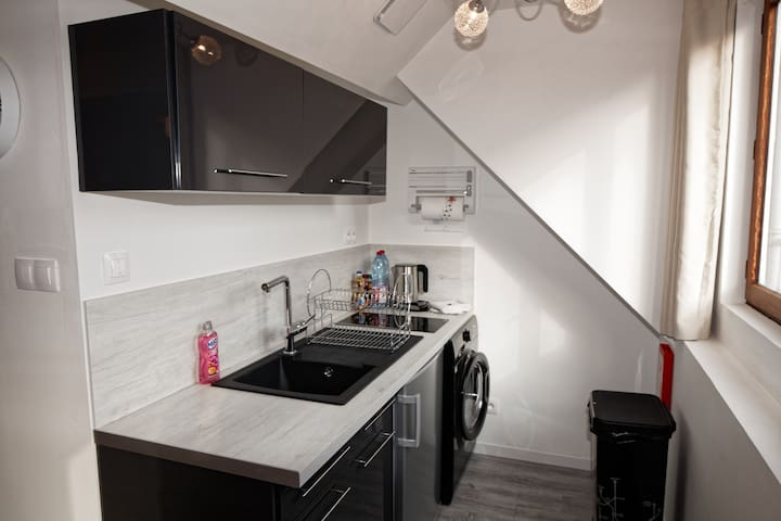 TWO-ROOMED FLAT WITH SELF CHECK IN, Netflix & WIFI - Calais