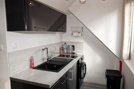 TWO-ROOMED FLAT WITH SELF CHECK IN, Netflix & WIFI - Calais - Wohnung