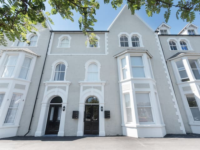 APARTMENT 4, 7 ST ANNS APARTMENTS in Llandudno, Ref 980934