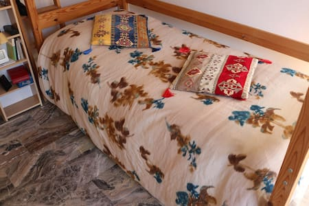 Country cottage bedroom, 1,400 m from city center - Teramo - Дом