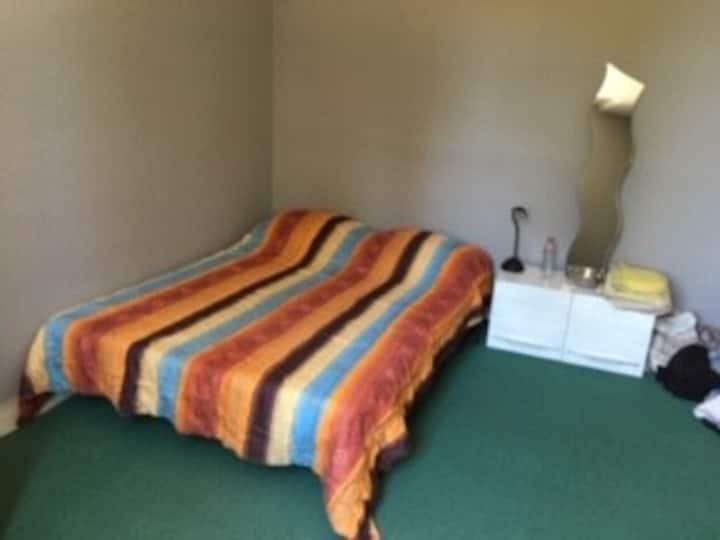 Chambre double dans  maison aux abords de Saumur