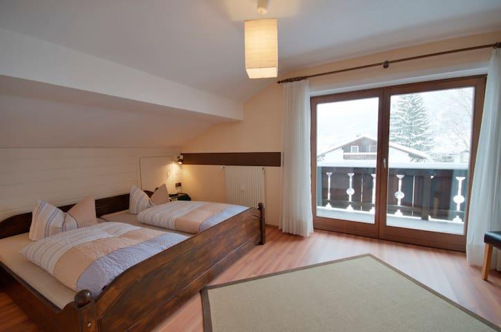Sonnig gelegene Dachgeschosswohnung - Oberammergau - Byt