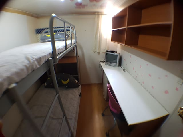 여성전용,성균관대 앞,대학로의 예쁜 까페와 맛집이 많은 곳,2인 침대로 2명 입실 가능