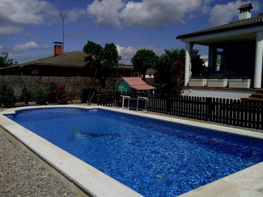 La casa cuenta con piscina privada