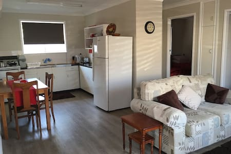 Self contained unit in Harristown - Harristown - 公寓