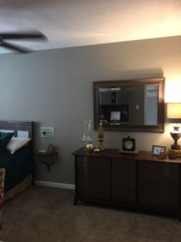 Quaint Apartment near Scott AFB and downtown STL