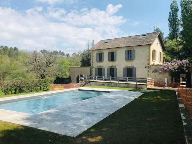 Dordogne/Grande maison/7 ch./piscine/terrain 3 ha+