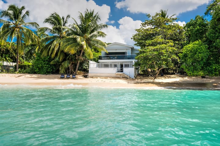 WESTSHORE - 4 BEDROOM - BEACHFRONT - Weston - Villa