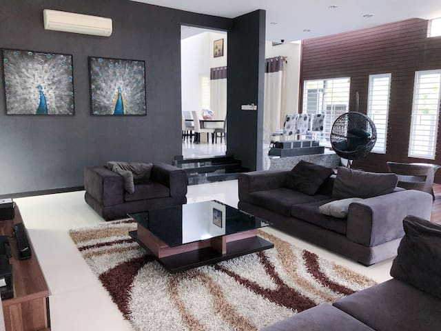 Modern-Style Bungalow in KL  ( 16 guests )