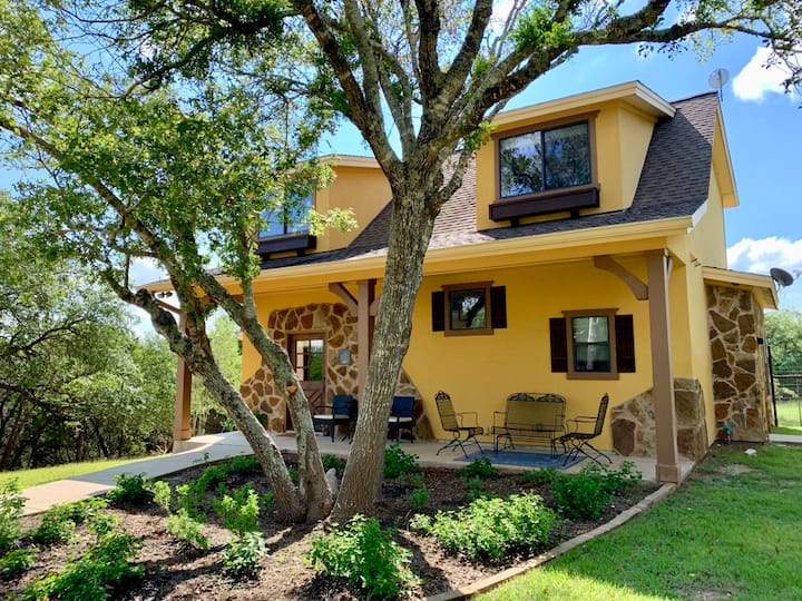 3 Sisters Hill Country Cottage