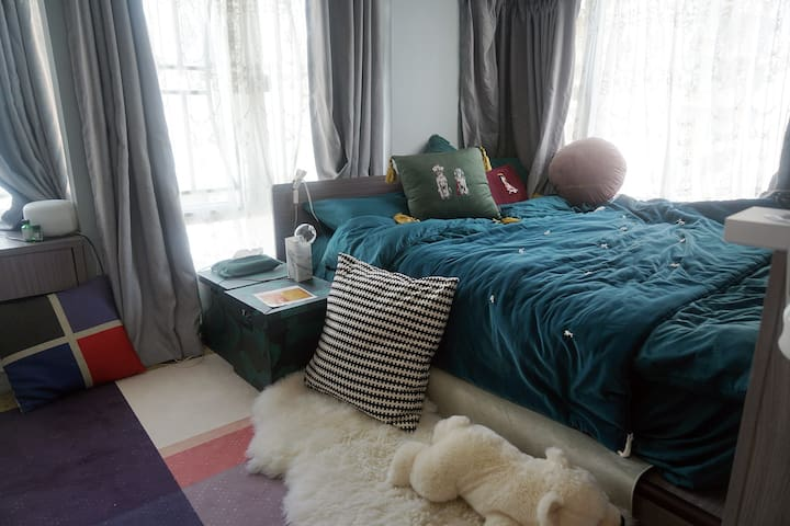 stylish apartment with sea-view rooftop 连天台设计师公寓