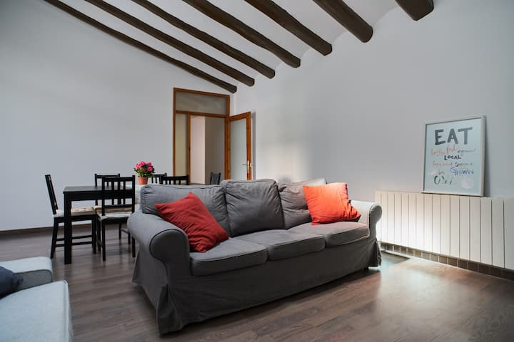 100m² renovated Apartment (35 km from Barcelona)