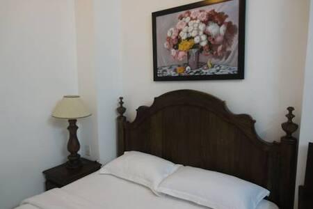 HALO HOTEL - Bed & Breakfast