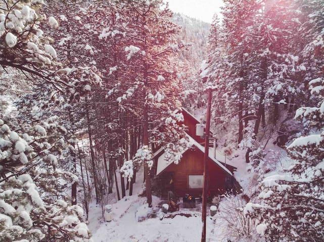 Mountain Riverside Hideaway {15 mins to Boulder}