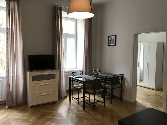 Charming 2 room city apartment -quiet-parking incl