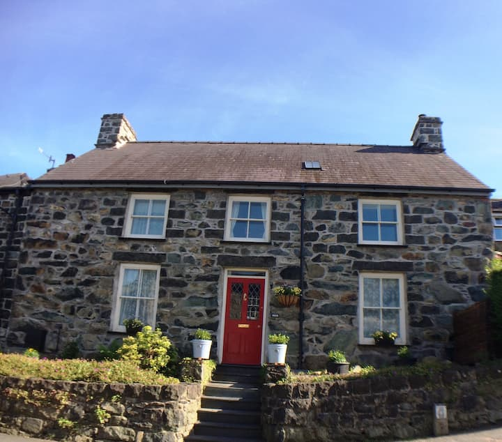 Charming stone cottage in Snowdonia National Park
