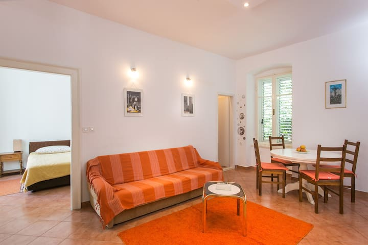 Apartment Tranquilo- Two Bedroom  with Garden View