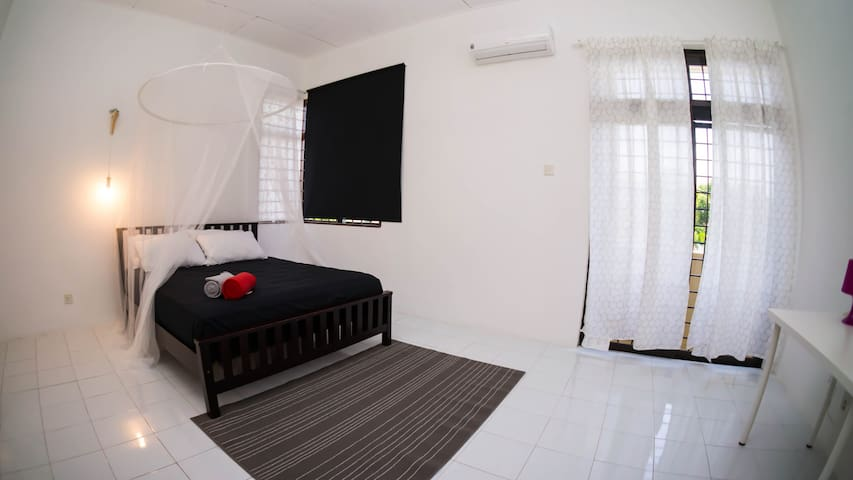 Gated & Landed Semi D - 3 Bedroom @ Batu Feringghi - Batu Feringghi - House