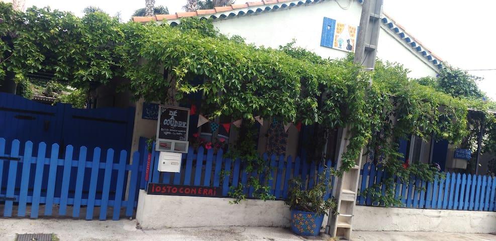 La Maison bleue - Hyères - Hus
