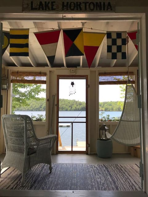 Vintage Lake Hortonia Cottage in central Vermont