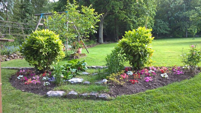 Chambres au calme avec jardin arboré