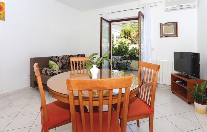 Awesome home in Podstrana with WiFi and 1 Bedrooms