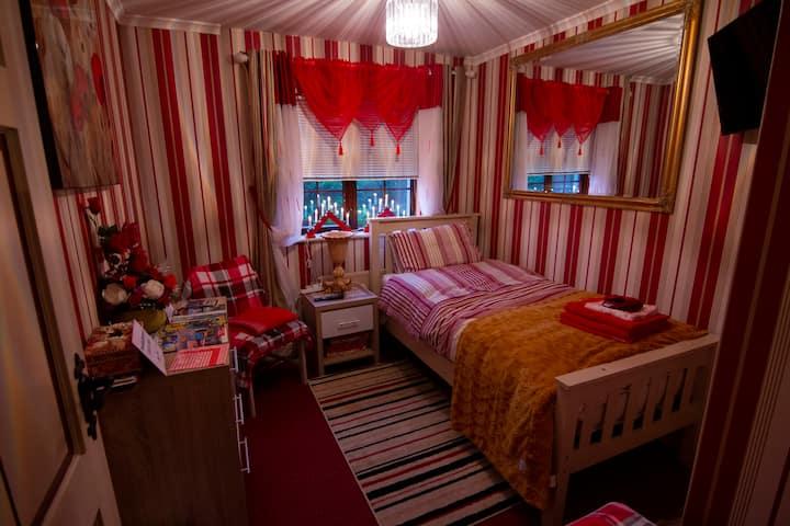 Comfortable Single room in City center quiet area