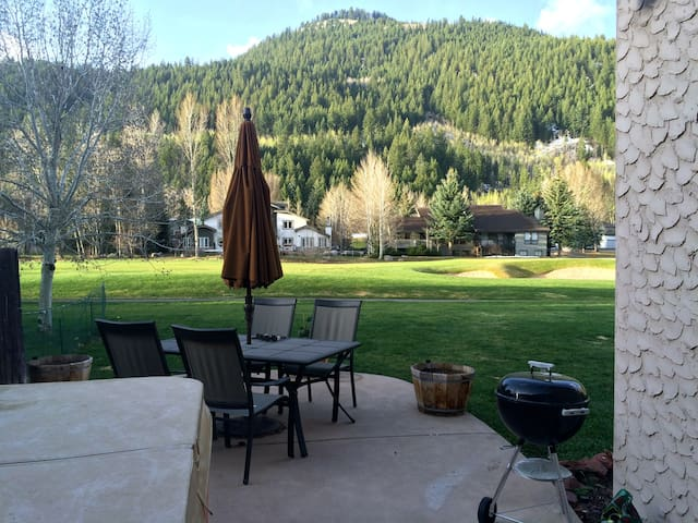 Duplex on Eagle Vail Golf Course, 3B,2.5 B, slps 8
