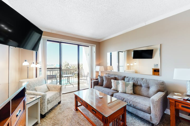 Cozy Waterfront Condo w/ Free WiFi, Central A/C, Shared Pool, & Beach Access