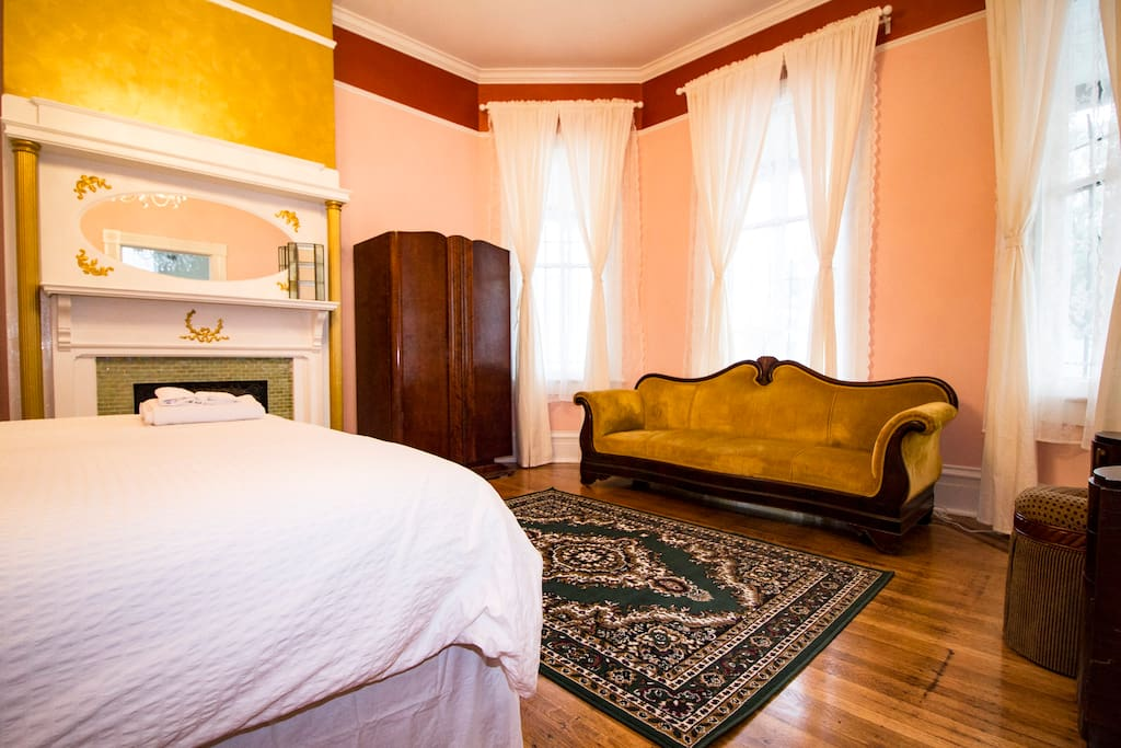 The Bette Davis Suite In Starland Houses For Rent In Savannah Georgia Un