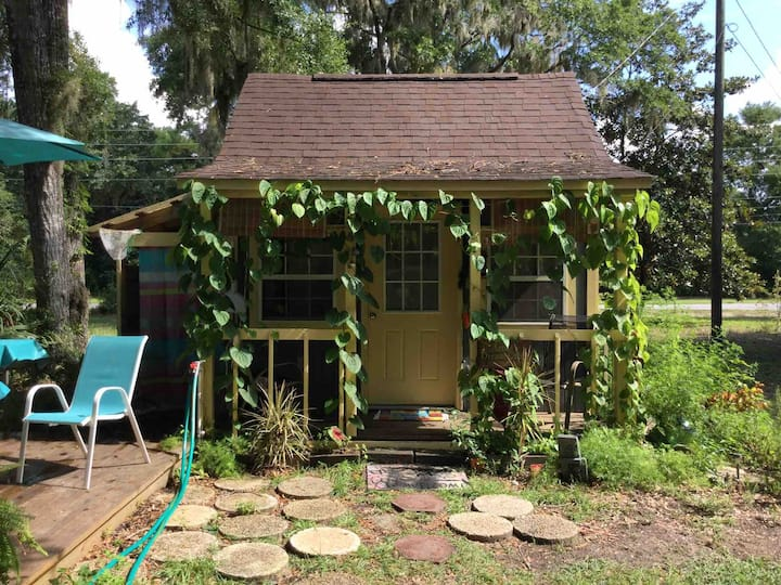 Artist's dream cabin under the oaks, on bayou