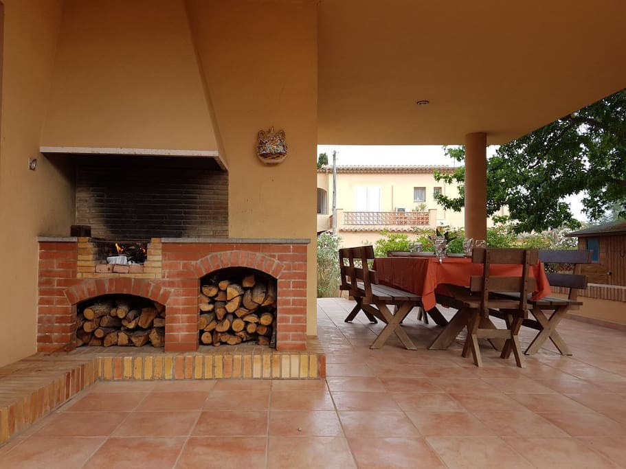 Terraza con barbacoa Terrace with bbq