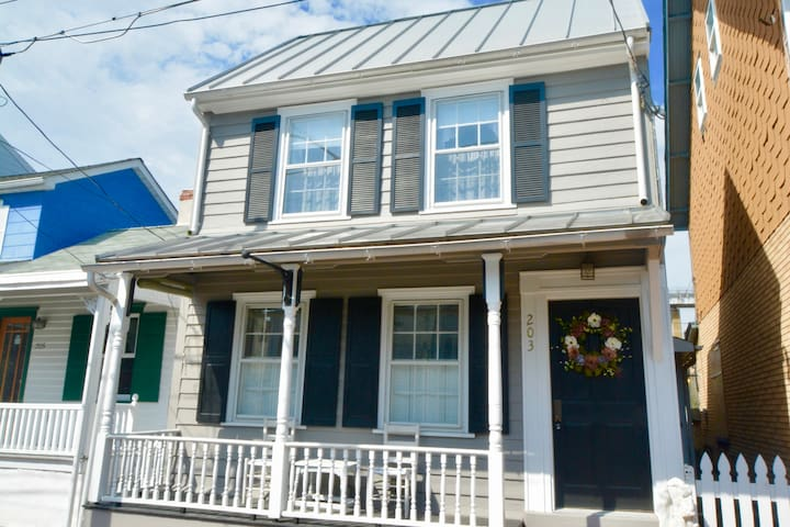 SUPER Chesapeake City AirBnb Home, Steps to Water