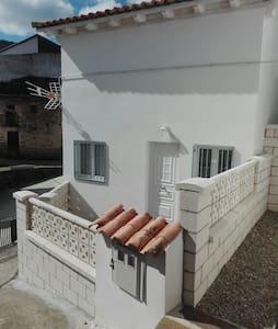 Casa Rural Prunus avium II - Cambrón - 独立屋