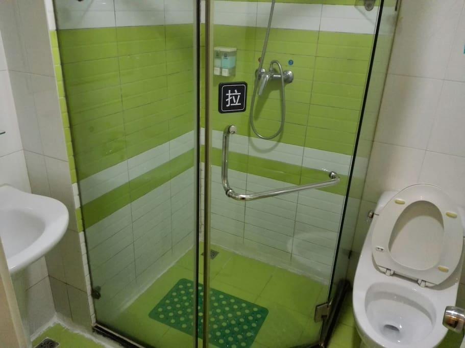 独立卫浴,全天免费热水,