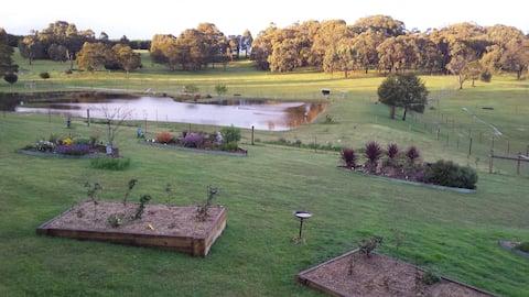 Emu Lodge Country Retreat (close to Ballarat)