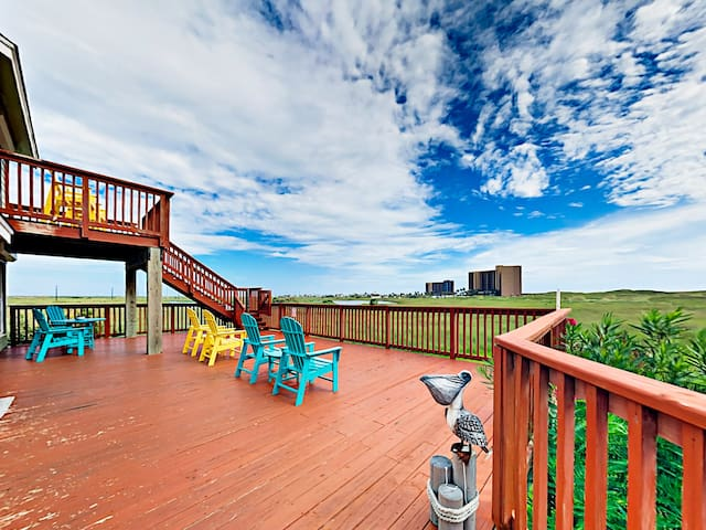 3BR w/ Pool & Big Gulf-View Deck – Steps to Beach