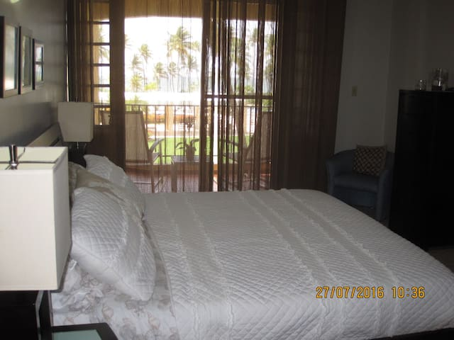 Master bedroom with beach view - King size bed