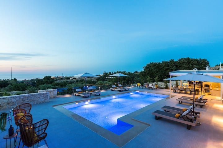 Villa Emmanuela, Next to City & Beach!