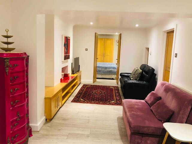 Large one bed next to Paddington and Hyde Park